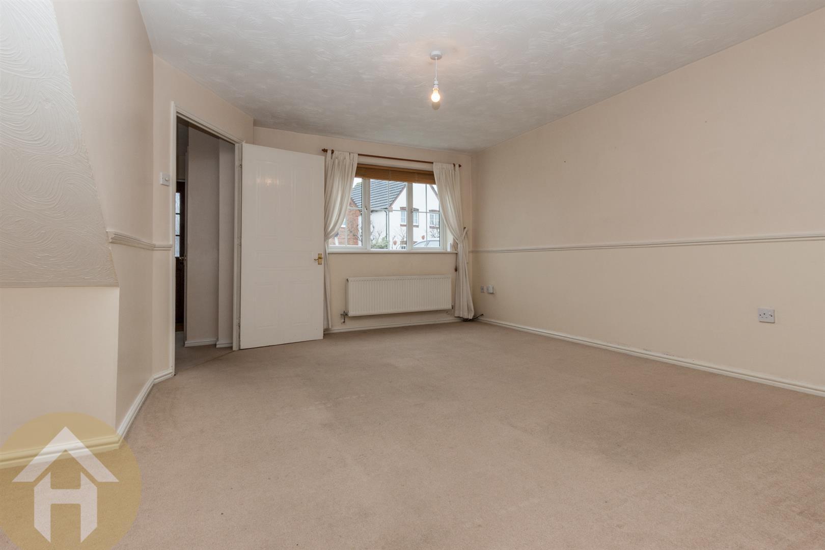 3 Bedrooms Link Detached House for sale in Webbs Court, Lyneham